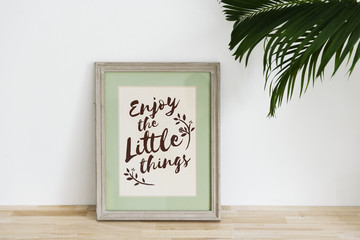 Enjoy the little things phrase photo frame