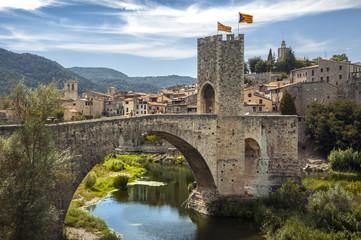 Puente medieval  de Besalú (Gerona- España)