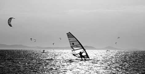 windsurf against the light