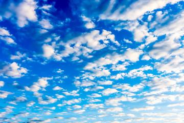 Der Himmel mit Wolken