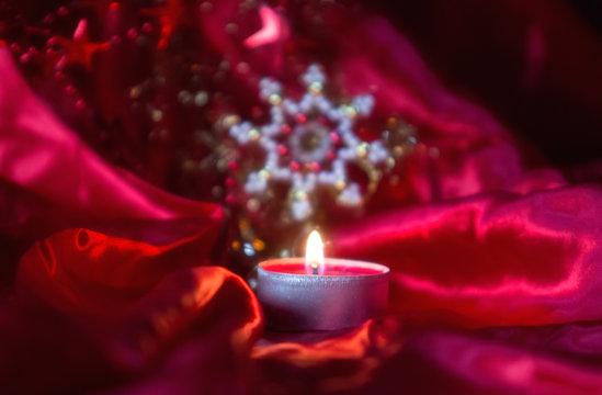 Weihnachtsmotiv rot mit Kugel, Stern und Kerze