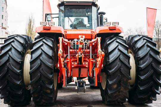 Modern Red Tractor with Big Wheels, Hydraulic hitch, lifting frame