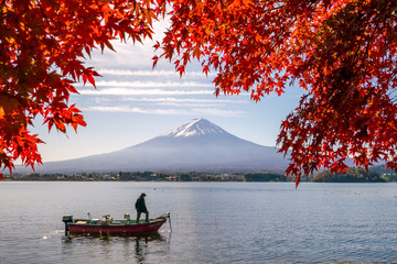 Foto op Plexiglas Asia land Mt. Fuji in autumn with red maple leaves