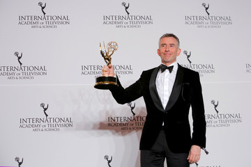 """Steve Coogan poses with his International Emmy Award for best comedy for """"Alan Partidge's Scissored Isle"""" in Manhattan, New York."""