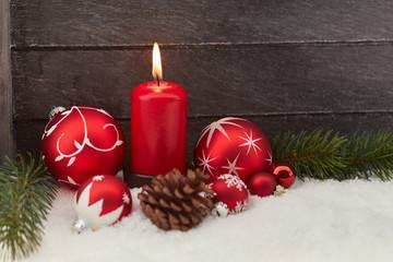 Frohe Weihnachten mit brennender Kerze