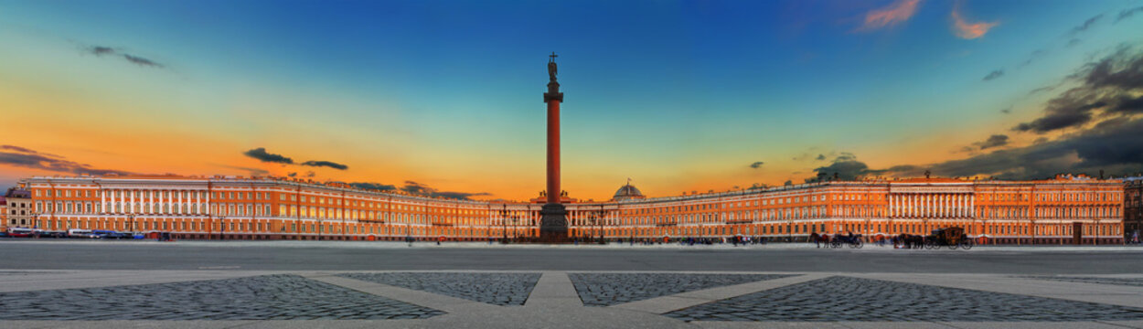 Alexander Column and General Staff on Palace Square in Saint Petersburg (Russia)