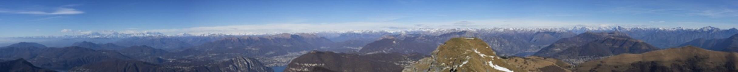 Catena delle alpi vista dal Monte Generoso