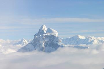 Monte Everest, la montaña más alta del planeta Tierra, con una altura de 8848 metros