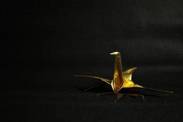 金の鶴の折り紙和風