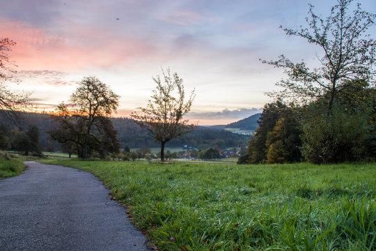 Wundervollen Sonnenaufgang im Schwarzwald