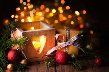 Weihnachten  -  Laterne und Gechenk