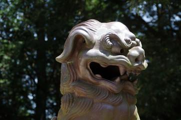 狛犬の像の東部アップ、焼き物