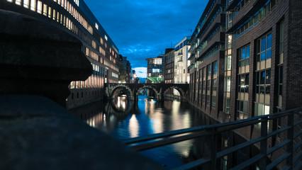 Kanal Speicherstadt Hamburg bei Nacht
