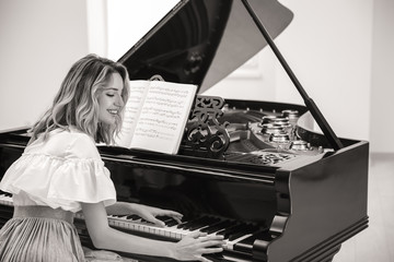 Talented woman playing piano indoors, black and white effect Papier Peint