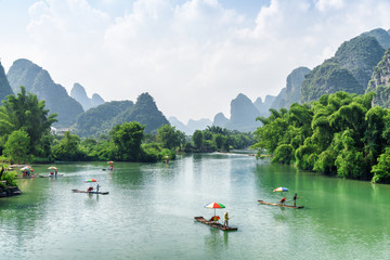 Tuinposter Guilin View of tourist bamboo rafts sailing along the Yulong River
