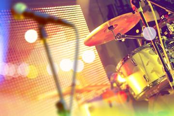 Bateria en el escenario.Concierto y eventos.Festival de música.Entretenimiento y actividades de ocio.Actuación de la banda de música