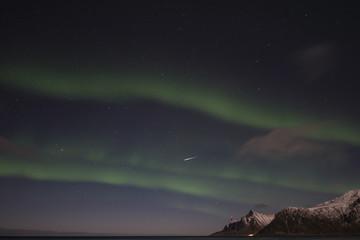 Nordlichter mit Sternschnuppe