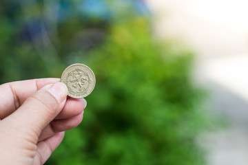 British coins 1 GBP in hand