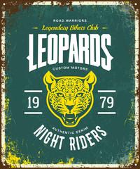 Vintage furious leopard custom motors club t-shirt vector logo on green background. Premium quality bikers band logotype tee-shirt emblem illustration. Wild animal street wear retro tee print design.