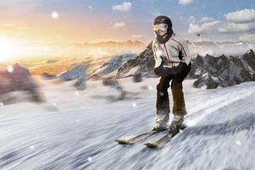 skifahrerin bei der abfahrt bei sonnenaufgang