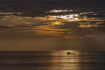 Single boat in ocean (02)