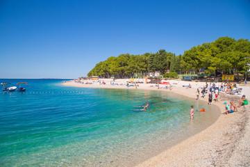 Sehenswürdigkeiten und traumhafte Ansichten auf die paradiesische Bucht von Primosten, Kroatien