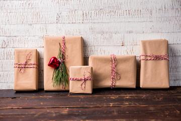 Schön eingepackte Weihnachtsgeschenke