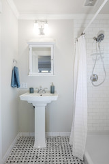 Bathroom sink with mirrow.