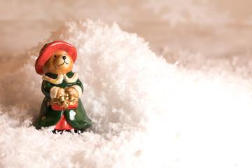 Weihnachten, Weihnachtliches Bärchen im Schnee mit Tannenbaum, Liedsänger, Studio