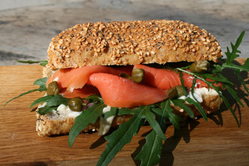 organisch, lifestyle, gesunder, snack, urbano, leinsamen, burger, meerettich, lachs, kapern, grau, werbetafel, rucola, modern, neu, omega-3
