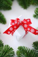 クリスマスプレゼント モミの枝