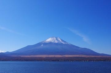冬支度の富士山