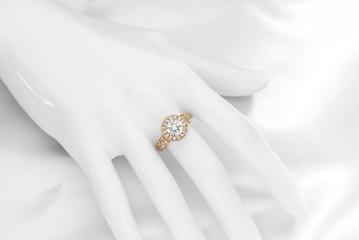 ダイヤモンドのゴールドリング