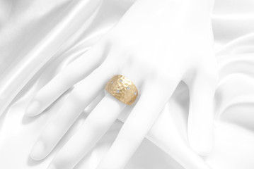 プチダイヤモンドのゴールドリング