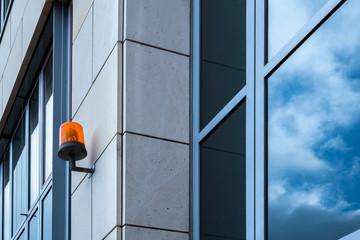 Gebäude Fassade mit Signalleuchte