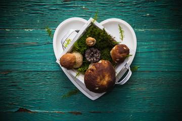 Boletus heart shaped box wooden table