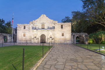 The Alamo Mission in San Antonio is commonly called The Alamo and was originally known as Misión San Antonio de Valero. A top-rated, rich colonial heritage tourist attraction this south-central city