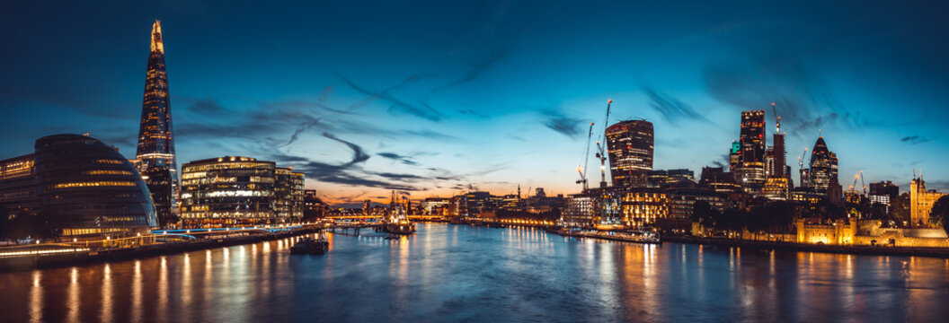 The banks of river Thames