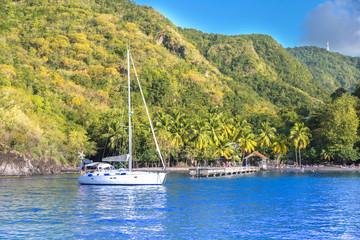 Anse noire, Martinique : Voilier ancré dans la baie