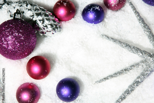 Christbaumkugeln Lila.Lila Und Rosa Christbaumkugeln Stock Photo And Royalty Free Images