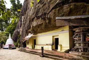 Wall Mural - Buddhist cave temple in Mulkirigala, Sri Lanka