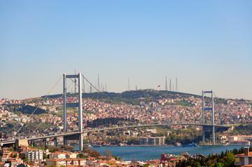 Die Bosporusbrücke in Istanbul/TR