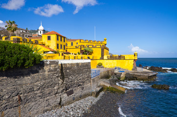Yellow fort in Funchal, Madeira Fototapete