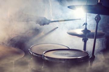 Schlagzeug im Nebel
