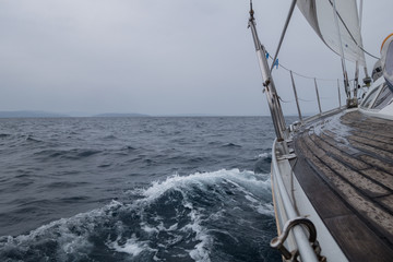 Fototapete - segeln bei Schlechtwetter