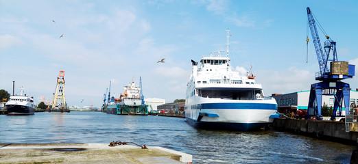 Werftindustrie in Bremerhaven, Schiffe im Kaiserhafen