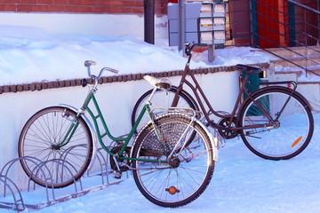Foto op Plexiglas Fiets Bicycles parked at snowy street of winter Rovaniemi