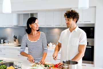 Tuinposter Koken Couple cooking together at home