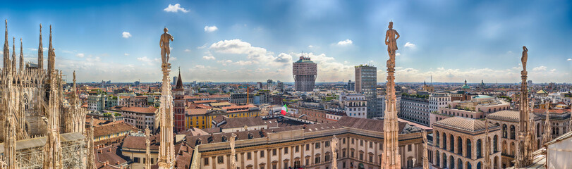 Photo sur Plexiglas Milan Aerial view from the roof of the Cathedral, Milan, Italy