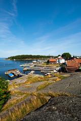 Felsenküste Hafeneinfahrt Sandhamn in Schweden